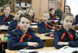 «Про костры и красное знамя»: педагоги школы Саткинского района рассказали учащимся о пионерии