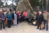 «Ударив в колокол, загадали желание»: пенсионеры из Саткинского района побывали в златоустовском парке