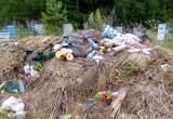 «Здесь кучи мусора!»: бакальцы просят властей обратить внимание на несанкционированные свалки на кладбище