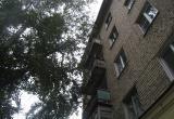 Жительница Бакала рассказала челябинским журналистам о том, что её выбросили с балкона четвёртого этажа соседи
