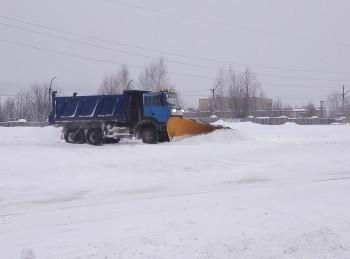 «Осадки добавили работы»: коммунальные службы Саткинского района ликвидируют последствия снегопада